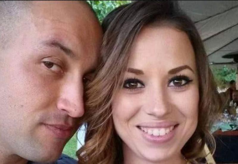 Τραγικός σύζυγος δημοσίευσε εικόνες με τη νεκρή γυναίκα του μέσα στο φέρετρο