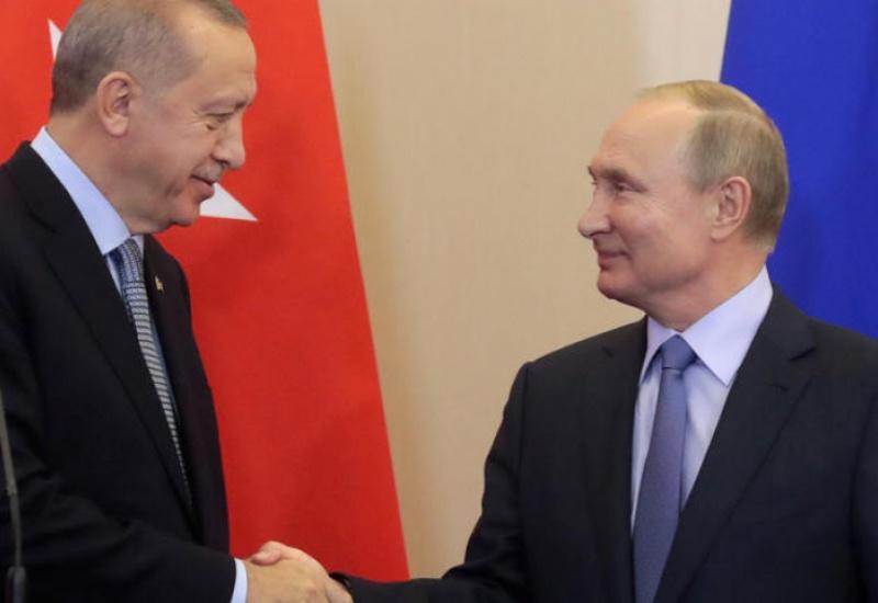 Bloomberg: Η Τουρκία απομακρύνεται από το ΝΑΤΟ, ετοιμάζει όπλα με τη Ρωσία