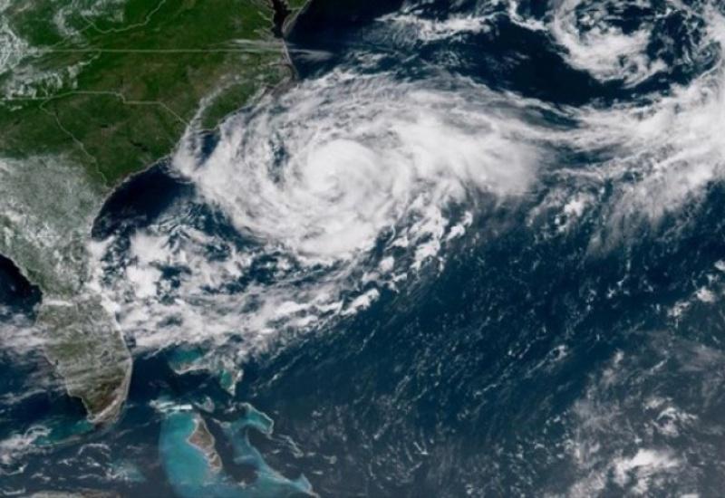 """Η τροπική καταιγίδα """"Ησαΐας"""" πλησιάζει τις ακτές της Φλόριντα"""