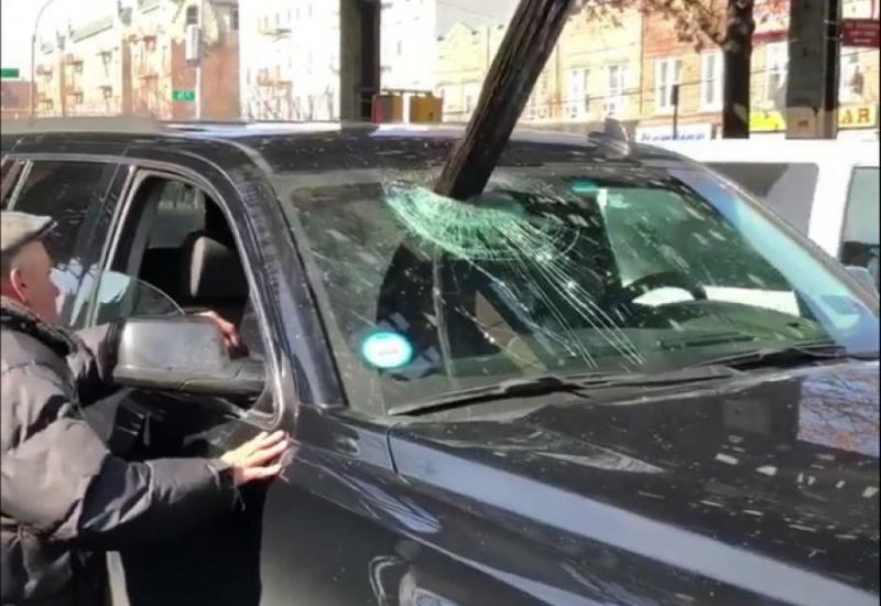 Νέα Υόρκη: Κομμάτι από τις γραμμές του τρένου έπεσε σε αυτοκίνητο