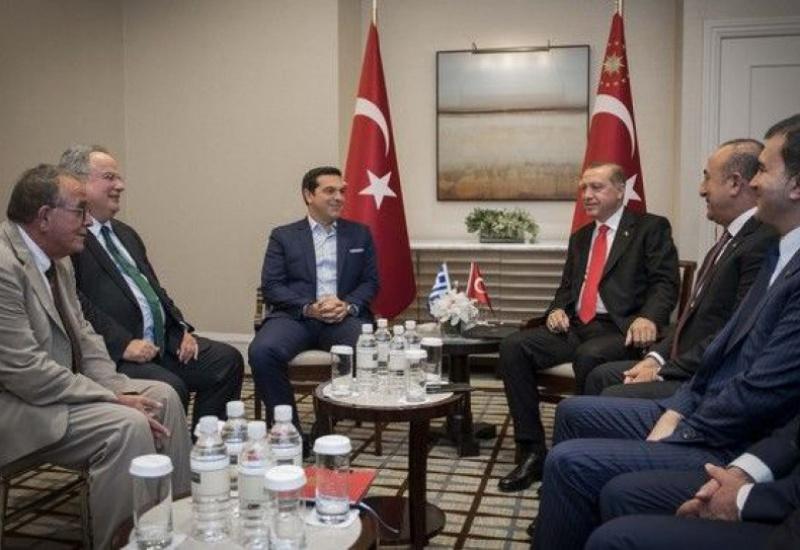 Γιατί δεν είχε ελληνική σημαία στη συνάντηση Τσίπρα – Ερντογάν