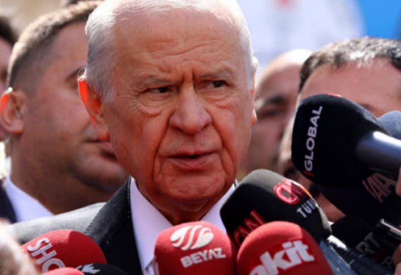 Ξέφυγε ο Μπαχτσελί: Χαρακτήρισε «πολιτικά σχιζοφρενή» τον Μακρόν -Κάλεσε σε Τζιχάντ κατά της Δύσης