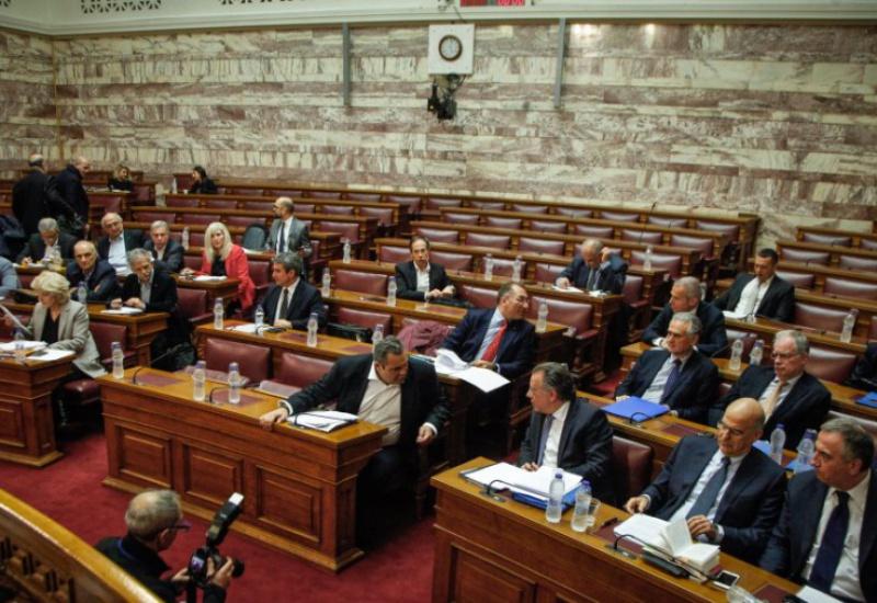 Πέρασαν οι Πρέσπες από την Επιτροπή της Βουλής