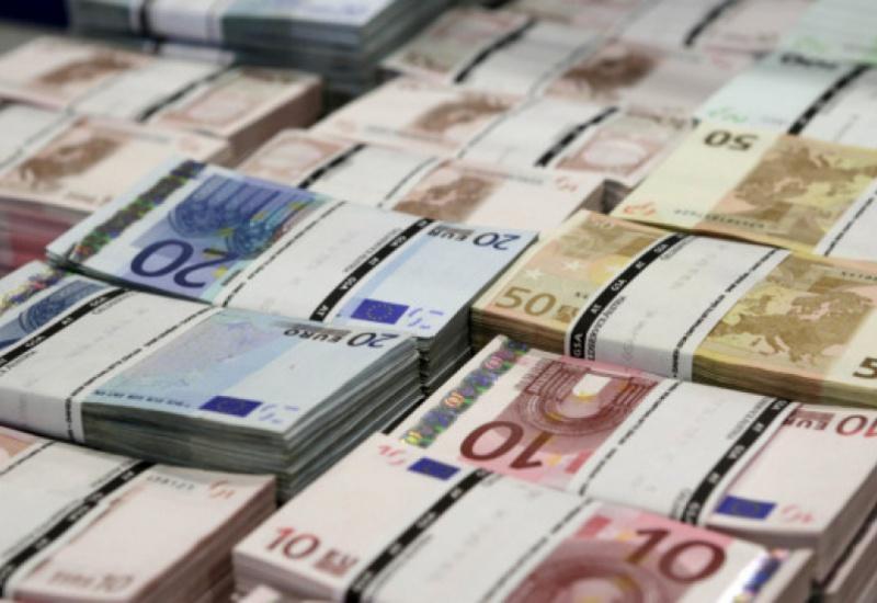 """SOS! Νέα μείωση των καταθέσεων το Φεβρουάριο - Στο """"κόκκινο"""" η χρηματοδότηση της οικονομίας"""