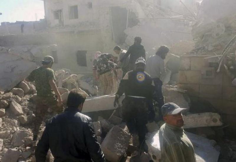 Βομβαρδισμός σχολείου με 33 νεκρούς στη Ράκα