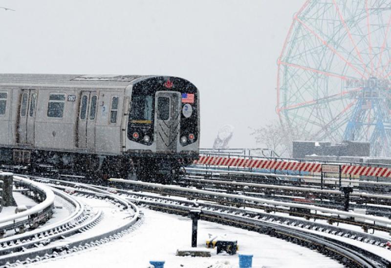 Νέα Υόρκη: Χάος από την σφοδρή χιονόπτωση - Βελτιώνεται ο καιρός το Σαββατοκύριακο