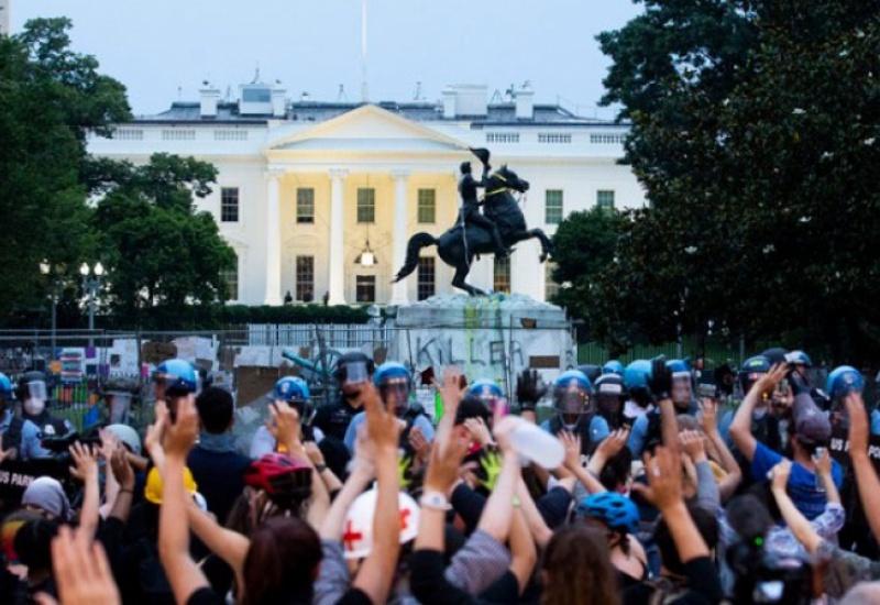ΗΠΑ: Απαγγέλθηκαν κατηγορίες σε 4 άνδρες,επειδή προσπάθησαν να ρίξουν άγαλμα του Άντριου Τζάκσον
