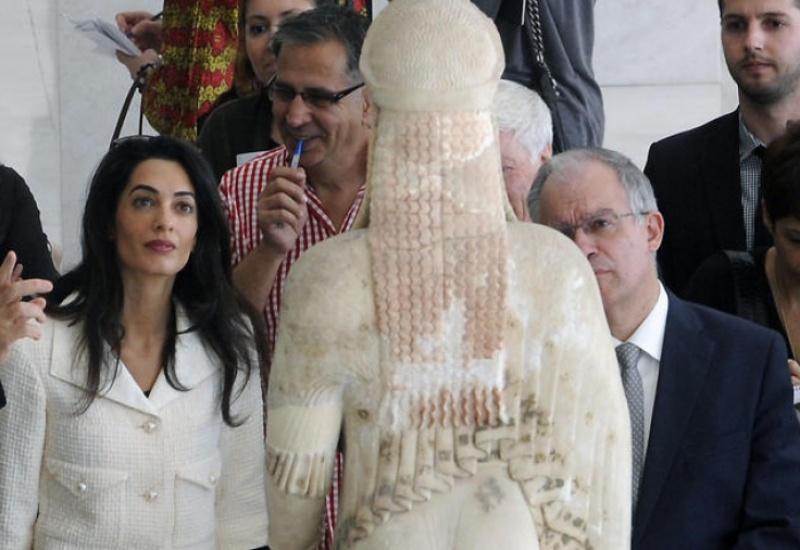 Πανηγυρίζει το Λονδίνο για υπαναχώρηση της Αθήνας στο θέμα των γλυπτών