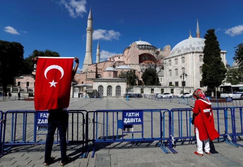 Αγιά Σοφιά: Ο Ερντογάν ακυρώνει τον Κεμάλ και την μετατρέπει σε τζαμί!