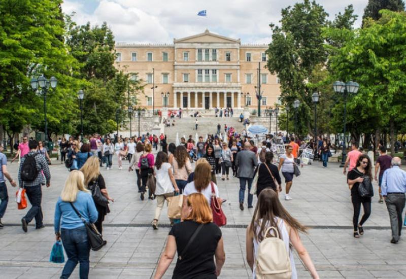 Κατά 355.000 κατοίκους μειώθηκε ο ελληνικός πληθυσμός από το 2008