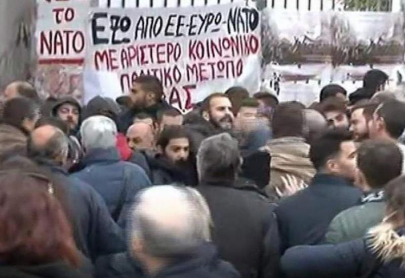 Προπηλάκισαν Υπουργούς και Βουλευτές του ΣΥΡΙΖΑ στο Πολυτεχνείο