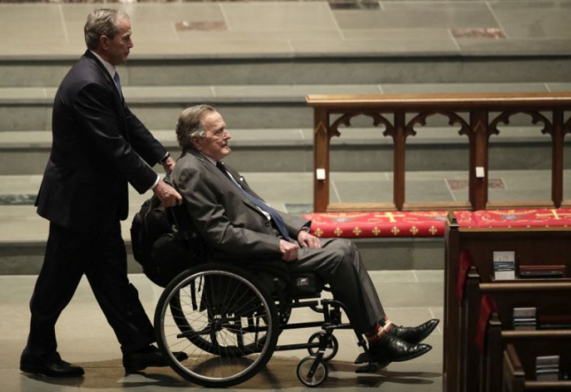 Στο νοσοκομείο ο Τζορτζ Μπους ένα 24ωρο μετά την κηδεία της Μπάρμπαρα