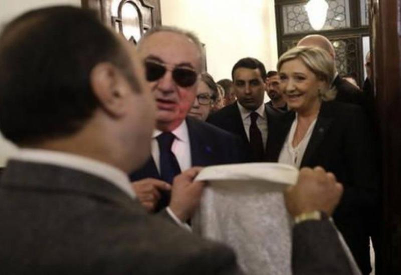 Μ. Λεπέν: «Να μεταφέρετε στον μεγάλο μουφτή τα σέβη μου, αλλά δεν θα φορέσω μαντήλα»